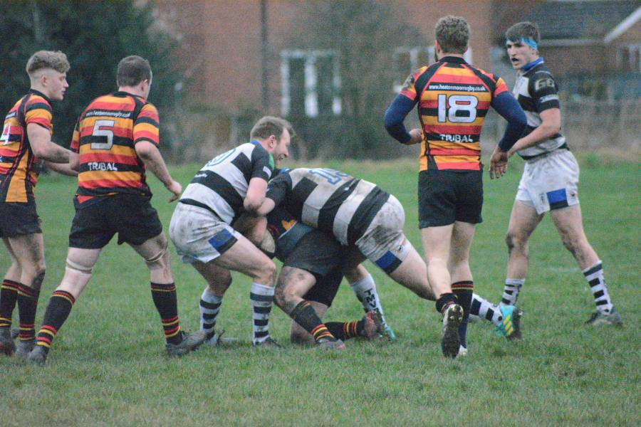 mv defending against heaton moor