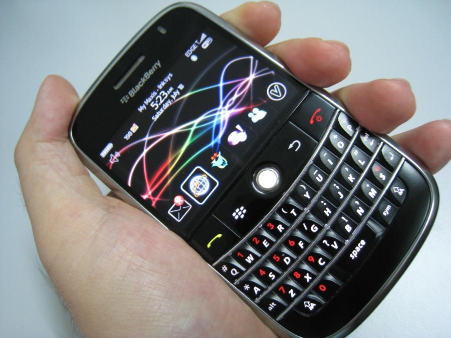 BlackBerry_Bold_in_Hand